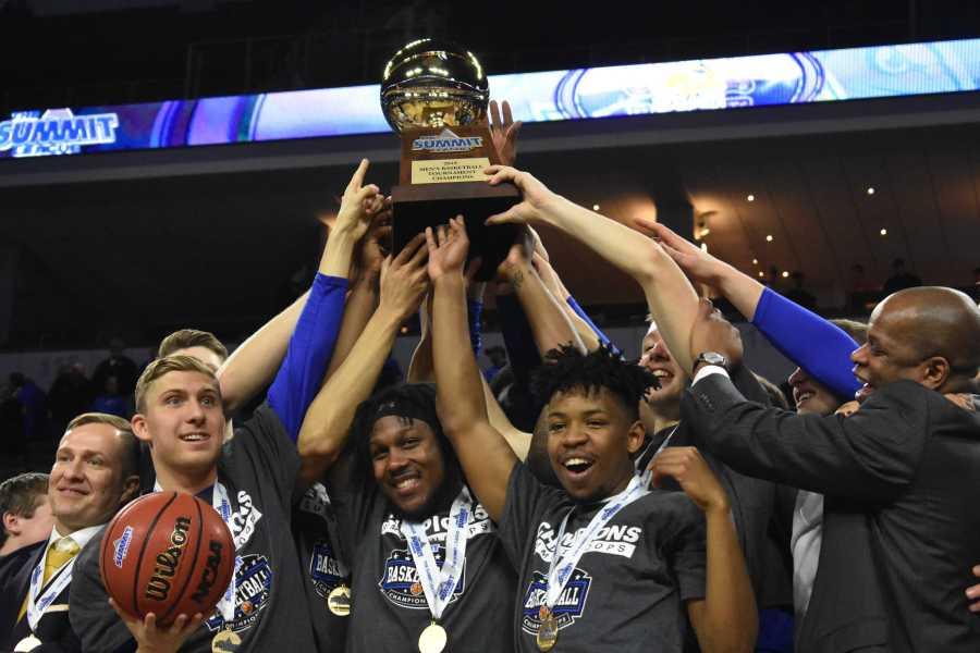 ABBY+FULLENKAMP%0AThe+South+Dakota+State+men%27s+team+celebrates+after+clinching+a+NCAA+Tournament+bid+under+the+direction+of+head+coach+T.J.+Otzelberger.