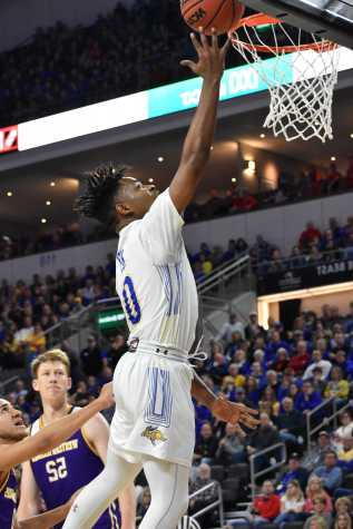 Daum, Jacks sneak past Leathernecks