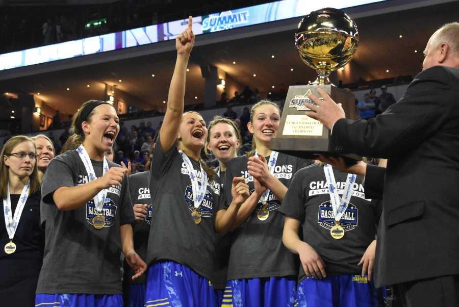 ABBY+FULLENKAMP+The+South+Dakota+State+women%27s+team+celebrates+their+65-50+win.+The+Jacks+will+move+onto+the+NCAA+Tournament.+