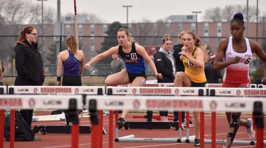 ABBY+FULLENKAMP%0ASophomore+Haley+Mottinger+competes+in+the+women%E2%80%99s+100+meter+hurdles+during+the+SD+Invitational+meet+April+11+at+USD.+Mottinger+placed+10th+with+a+time+of+15.54.+