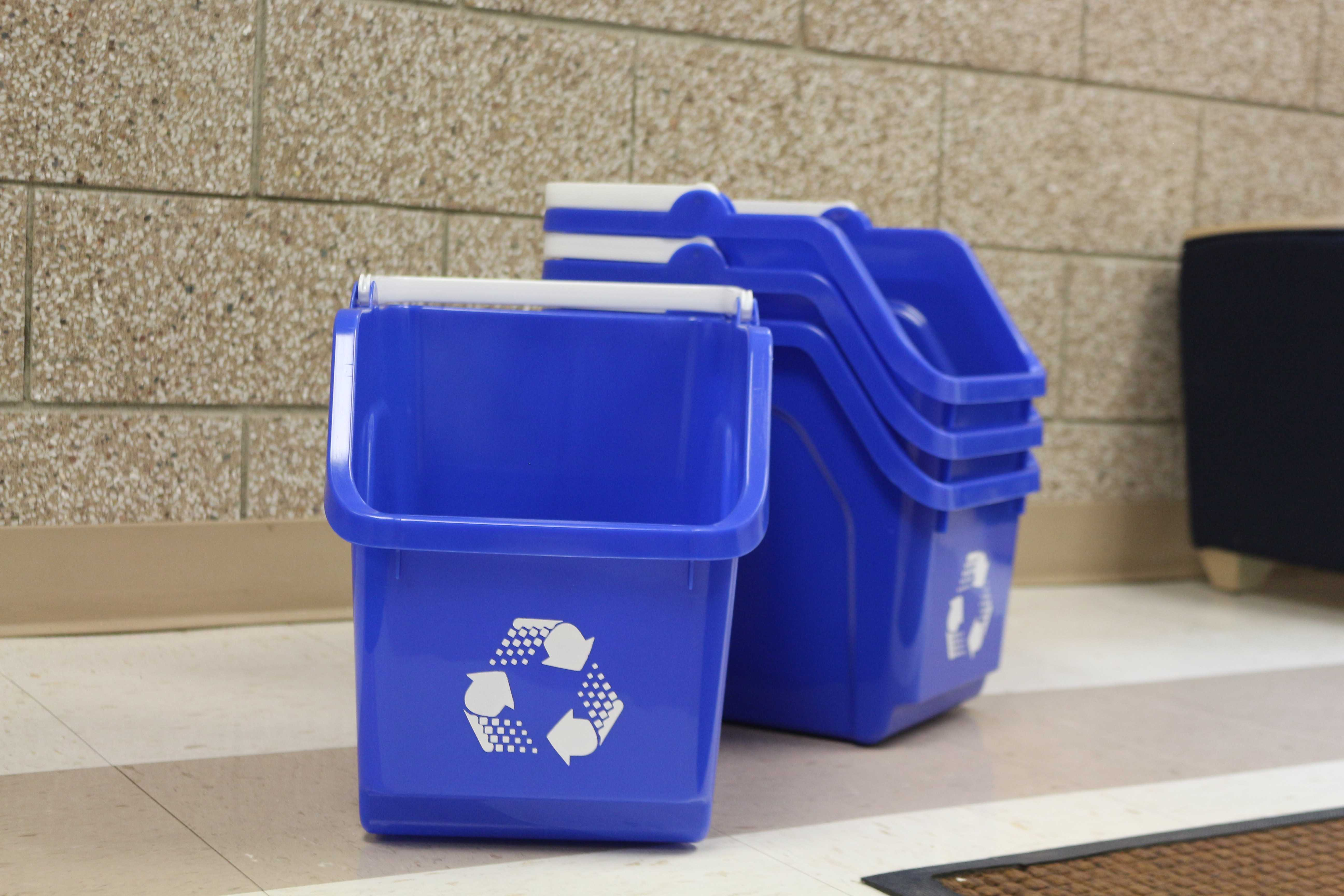 South Dakota State University received a 2017 Coca-Cola / Keep America Beautiful Public Space Recycling Bin Grant. Along with funding from residential life to buy 700 more bins, around 2,300 bins will be placed in nearly 2,250 rooms on campus.