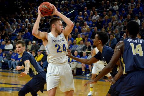 Men head to Grand Forks in search of fourth straight win
