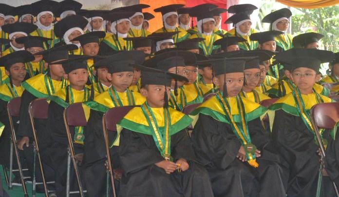 Siswa SD, MI, dan SMP Ta'mirul Islam Ikuti Wisuda Tahfiz Alquran