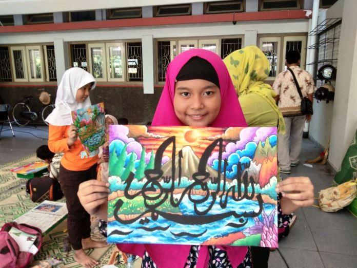 Allhamdulillah, Aurel Juara Pertama Lomba Kaligrafi