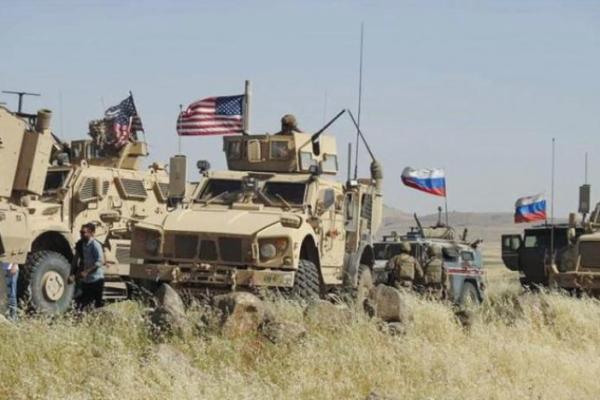 روسيا تقصف غرب سوريا وتتمدد شرقها