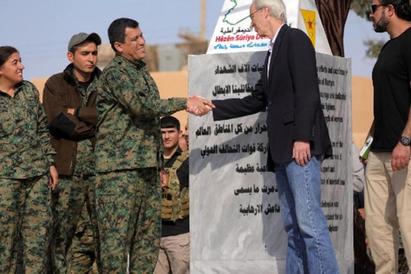 """مسؤولون أكراد يحتفون بتوقيع اتفاق استثمار النفط مع واشنطن ويعتبرونه """"خطوة سياسية للاعتراف بالإدارة الذاتية"""""""