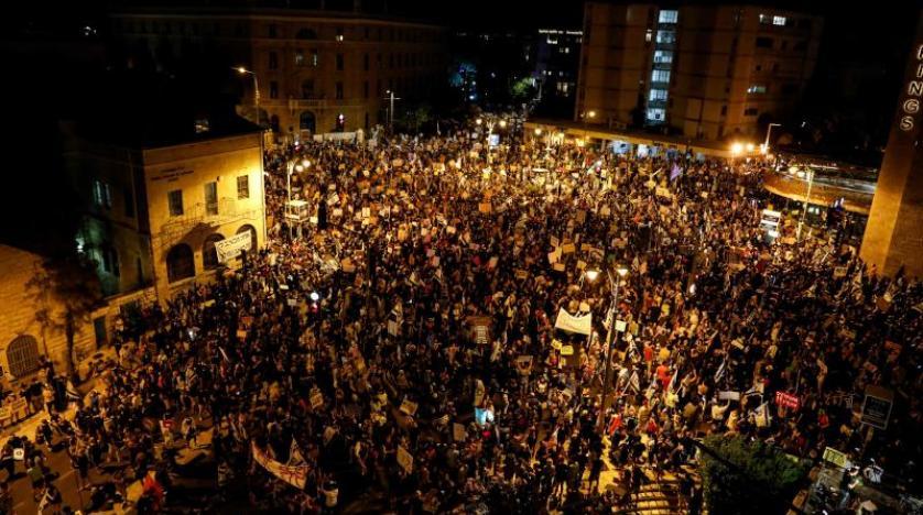 آلاف المتظاهرين في إسرائيل يطالبون باستقالة نتنياهو