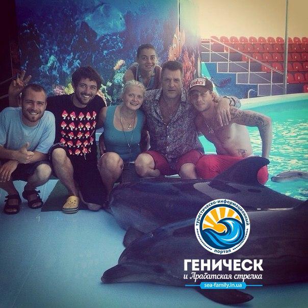 Новогоднее видео поздравление от коллектива дельфинария Оскар-Геническ