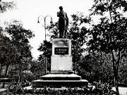 Сквер Пушкина. Позже памятник поэту был установлен у входа в школу №4, но в начале того столетия его демонтировали. О дальнейшей судьбе памятника ничего не известно