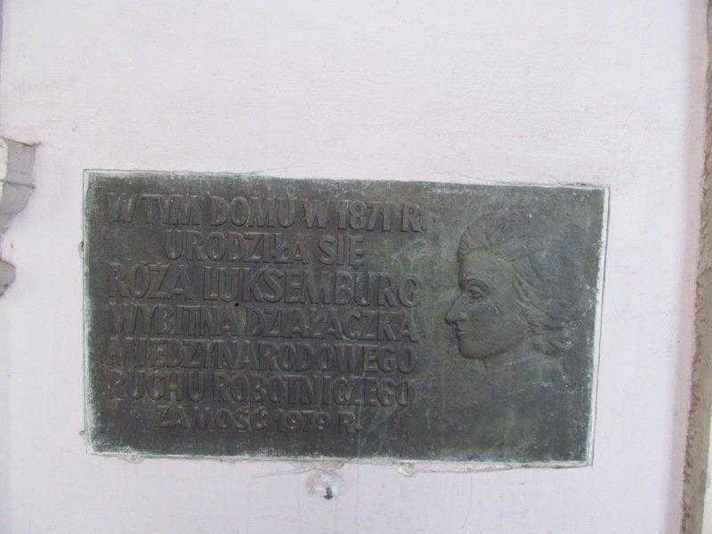 04. Мемориальная табличка на доме, где родилась Роза Люксембург