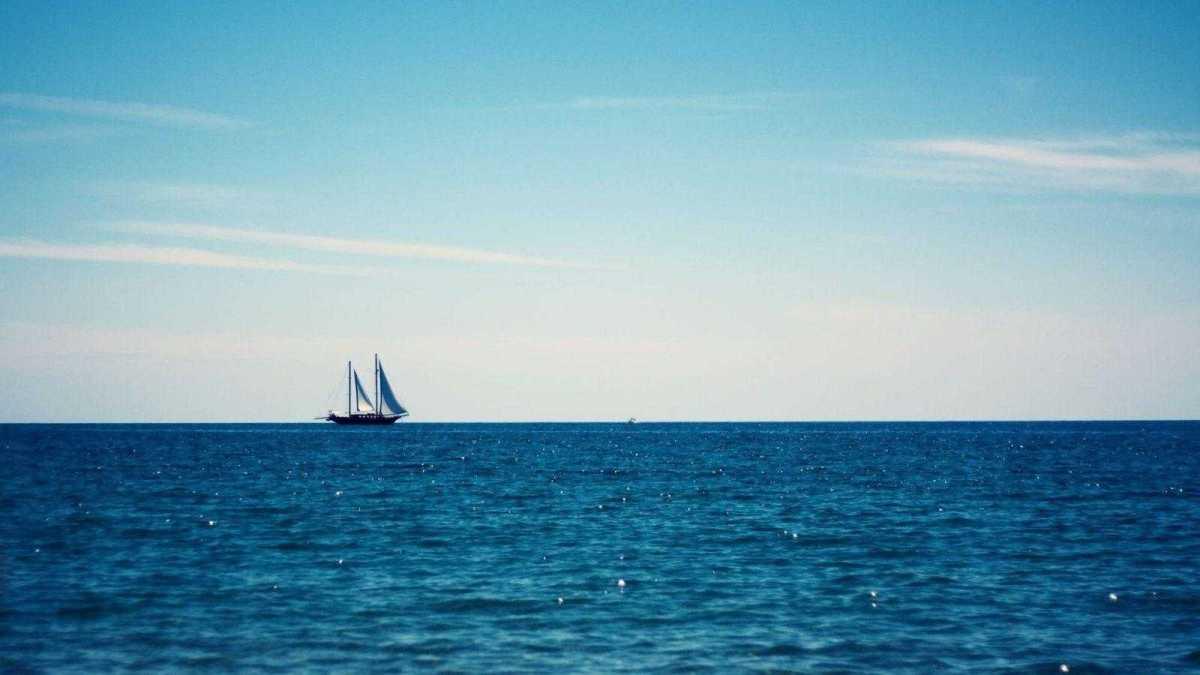 213703-sea-boat