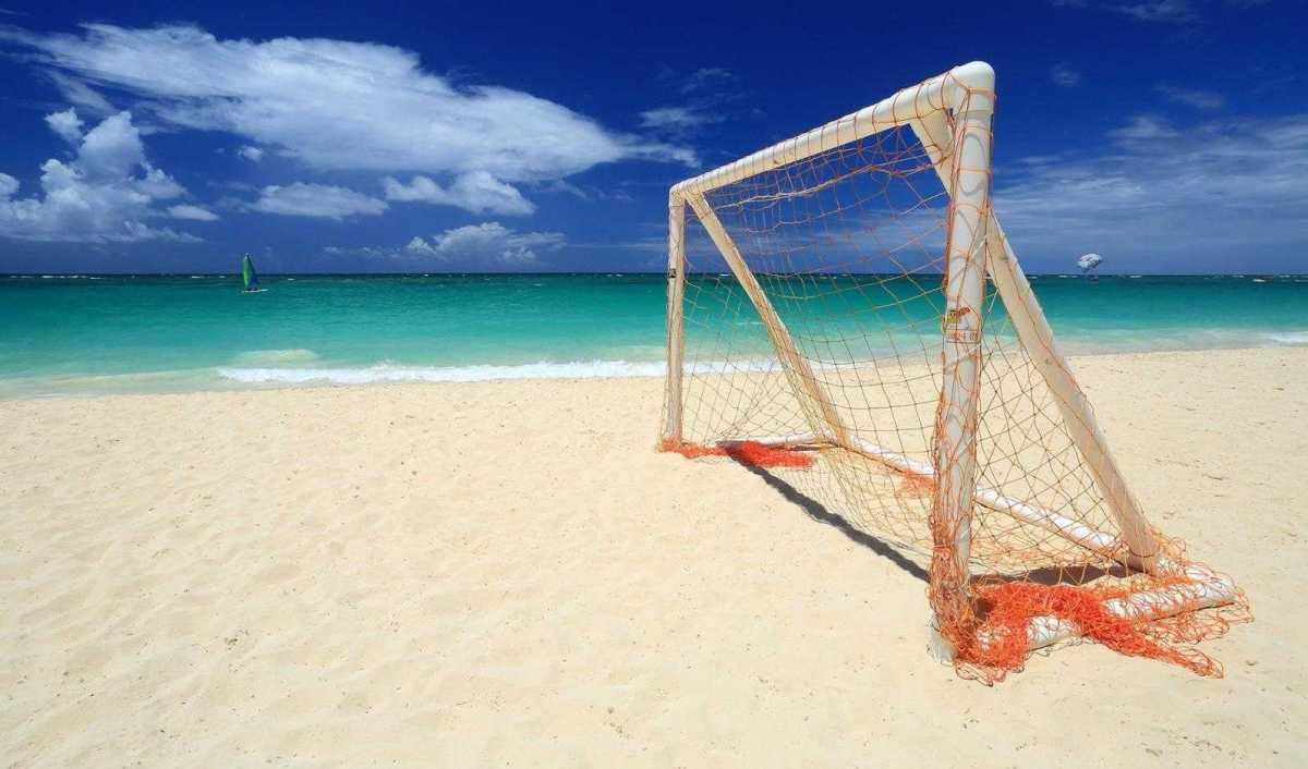 """В """"PapaDeMore"""" на Арабатской стрелке пройдет открытый турнир по пляжному футболу"""