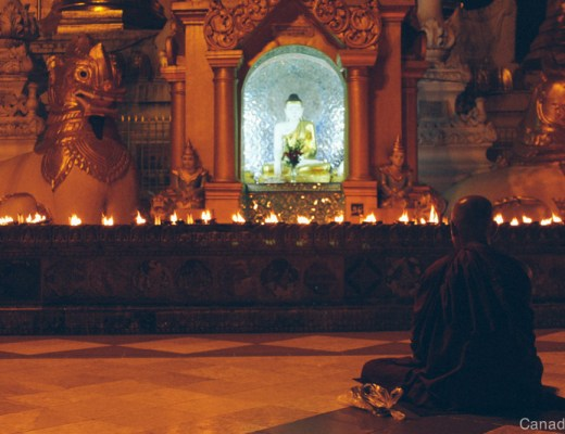 shwedagon mpagoda by night