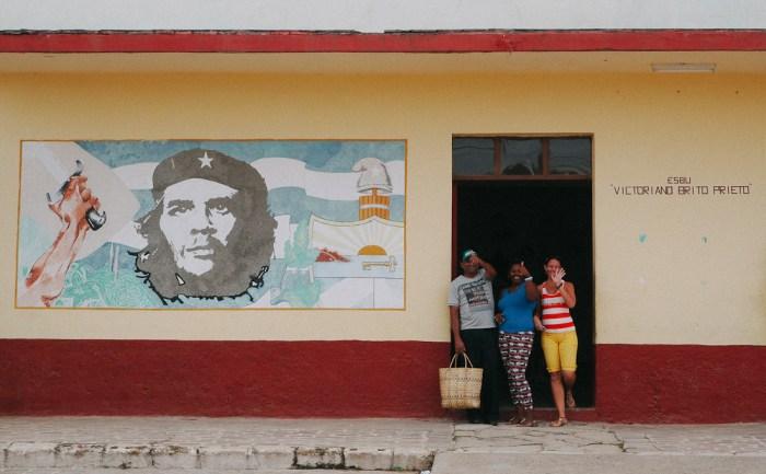 peinture de che guevara sur un mur à Cuba