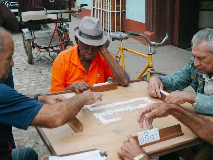 joueur de domino à trinidad cuba
