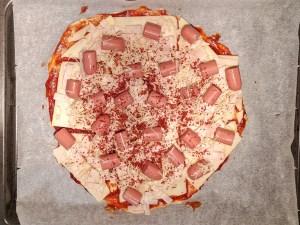 Pizza barbacoa antes del horneado