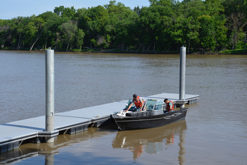 st-vital boat launch L6 dock aluminum dock system - boaters