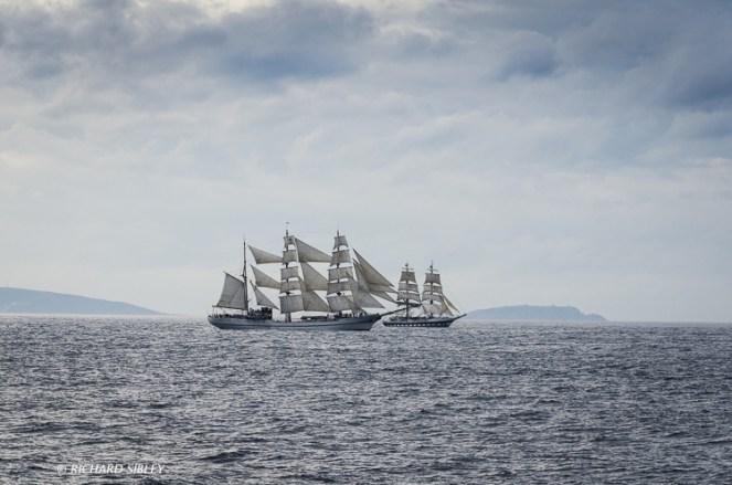 Ecuadorian Barque Guayas and British Brig Stavros S Niarchos start the race