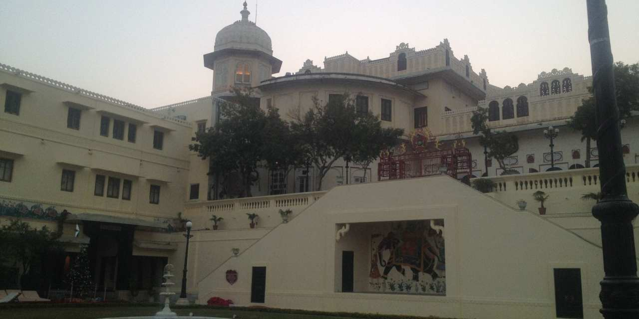 Driving from Jaipur to Udaipur, a Stay in a Palace