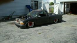 lowered-dropped-bagged-1994-gmc-sonoma-mini-truck-1