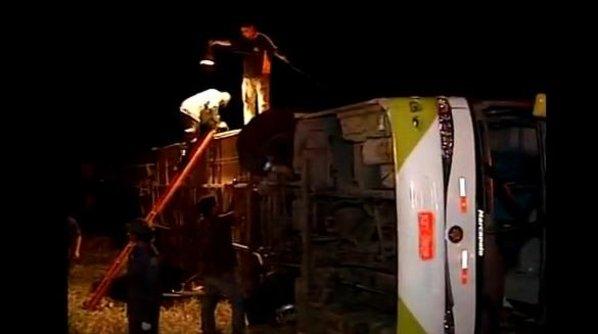 Acidente com ônibus mata 10 evangélicos em MG