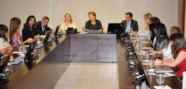 Dilma Rousseff recebe cantoras e bispas evangélicas