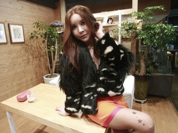 Kim Seok-Kwun: 'Corrijo erros de Deus', diz cirurgião que já fez 320 mudanças de sexo (Cantora Harisu)