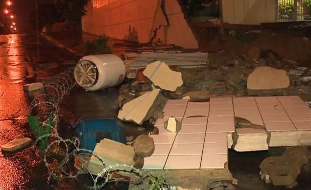 Chuvas no Espírito Santo: Asfalto cede e casa desaba após chuva na Serra -2