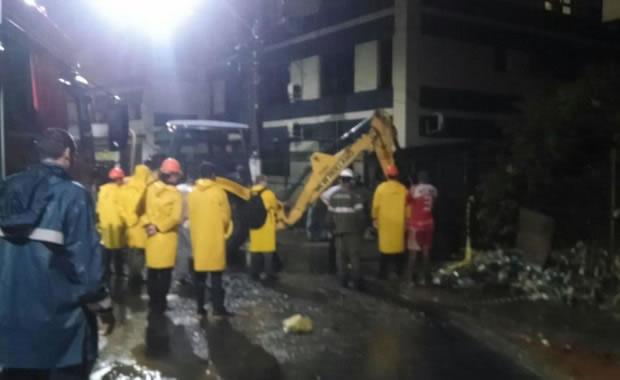 Chuvas no Espírito Santo: Asfalto cede e casa desaba após chuva na Serra - 4