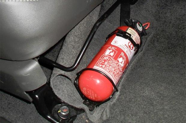 Suspensa resolução que obriga carros a circularem com extintores ABC