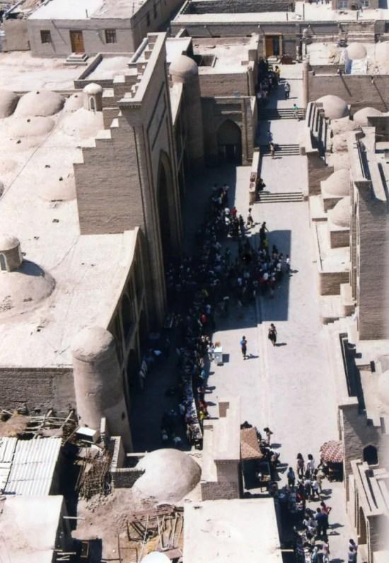 イスラーム・ホジャ・メドレセのミナレット頂上からの眺め