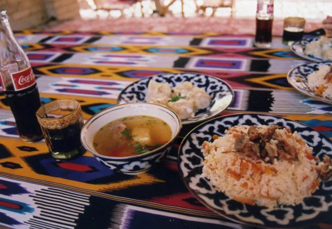 ショルバ(スープ)とプロフ(ピラフ)、マントゥ(餃子)【ウズベキスタン(ヒヴァ)】