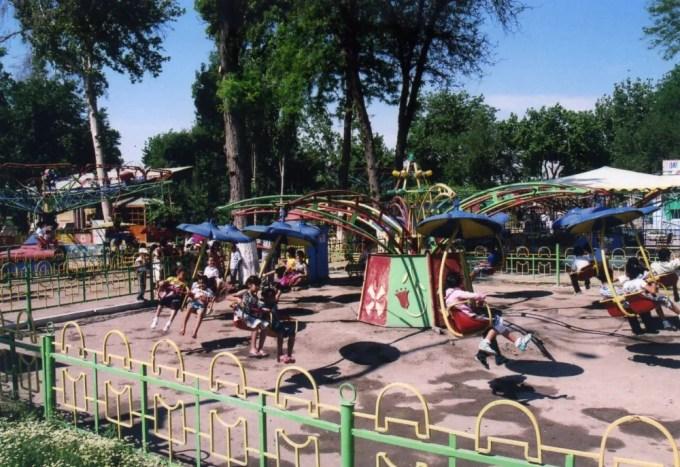 イスチロハット公園の遊園地【ウズベキスタン(ブハラ)】