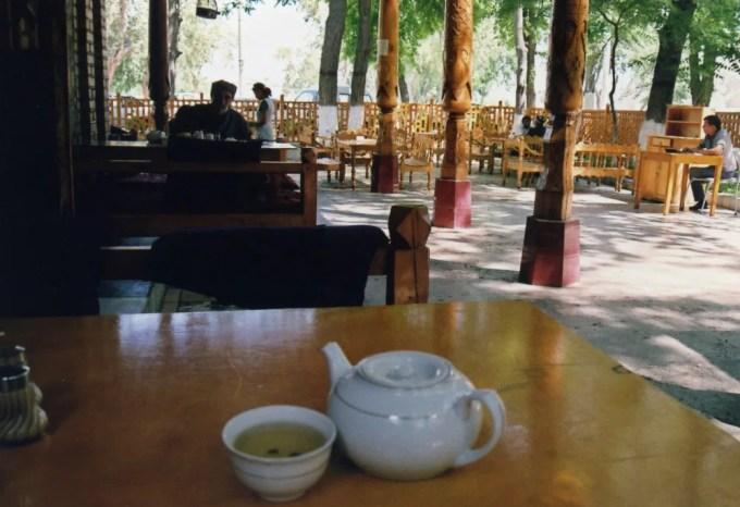 アルク城前のチャイハネでチャイを飲む【ウズベキスタン(ブハラ)】