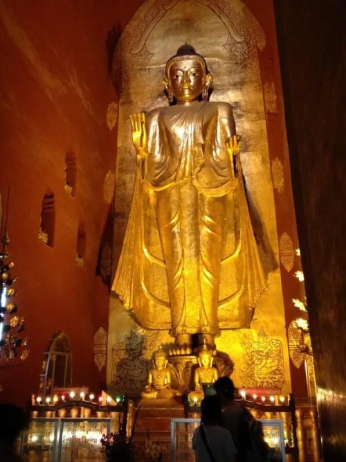 アーナンダ寺院の仏像 【バガン遺跡】【ミャンマー(バガン)】