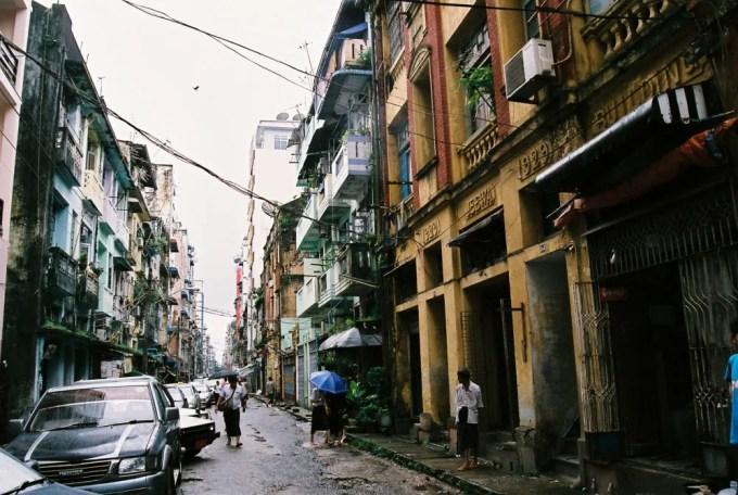 雨期のヤンゴン、ダウンタウン界隈 【ヤンゴン】