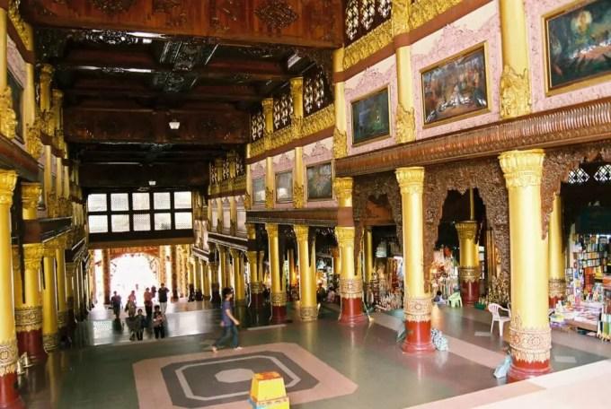 ミャンマー最大の聖地「シュエダゴォン・パヤー」参道 【ヤンゴン】【ミャンマー(ヤンゴン)】
