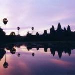 池に映ったシルエットが綺麗!アンコール・ワットの日の出【カンボジア】