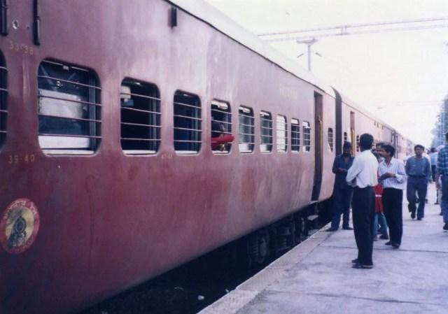 インド マドラス行き列車