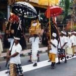 聖獣「バロン」や魔女「ランダ」が練り歩く。バリ島ウブドのオダラン行列【バリ島】