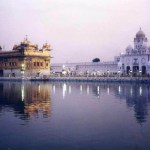 ターバンを巻いたシク教徒たちの聖地、「アムリトサル」の黄金寺院【インド】