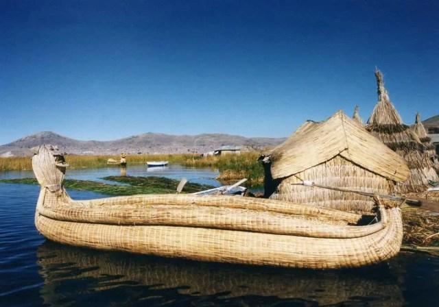 ペルー ウロス島