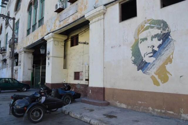 チェ・ゲバラのポートレイト、ハバナ旧市街の風景 【キューバ Cuba】