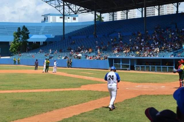 キューバ野球を観戦(ラティーノ・アメリカーノ球場) 【キューバ Cuba】