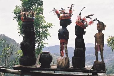 フィリピン、バナウェ。イフガオ族の人形、バナウェビューポイント 【世界遺産】