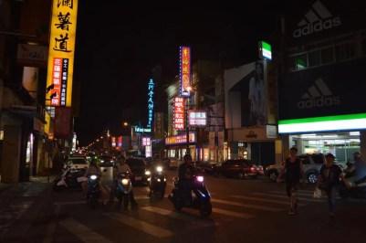 夜の花蓮の街並み【台湾】