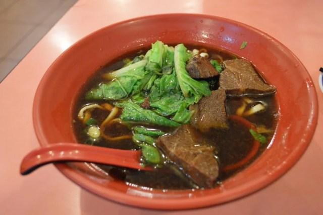 平渓線、十分の食堂で食べる【台湾】