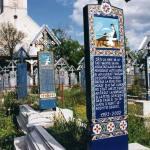 世界一カラフルなお墓、サプンツァの「陽気な墓」【ルーマニア】