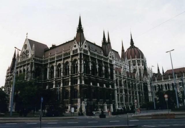 共和国の誇り、世界最大の国会議事堂 (ブダペスト)【ハンガリー】