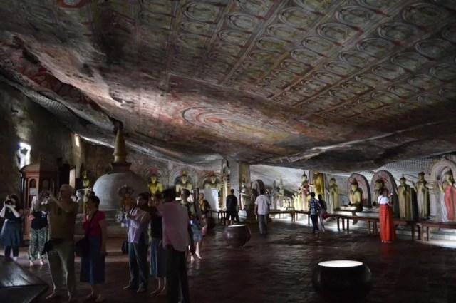 世界遺産、ダンブッラ石窟寺院【スリランカ】